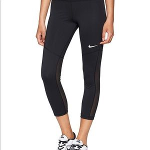 Nike Women's Performance Fly Victory Crops